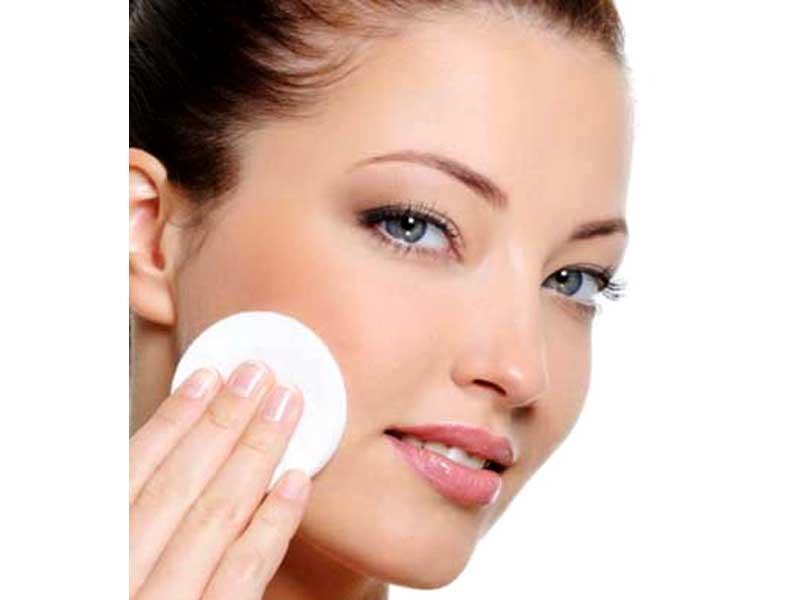 پاک کردن آرایش صورت پاک کردن آرایش صورت, پاک کردن آرایش با دستمال مرطوب, بهترین راه پاک کردن آرایش صورت, میسلار واتر چیست, شیر پاک کن چیست