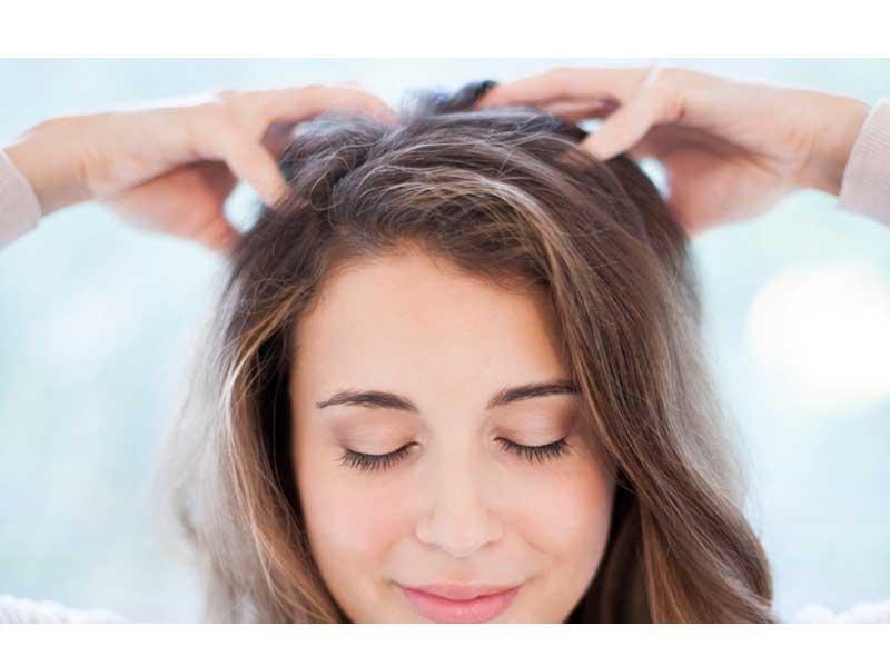 ماساژ کف سر برای درمان ریزش مو
