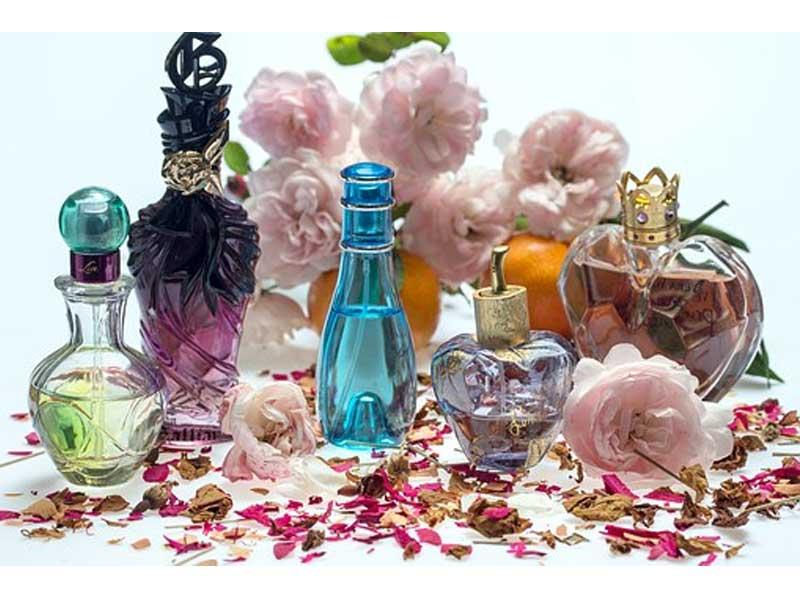 عطر چیست | فیکساتور عطر چیست | مواد تشکیل دهنده عطر | ترکیبات اصلی عطر | روش هایی برای ماندگاری بیشتر عطر |فروشگاه اینترنتی آرایش سرا
