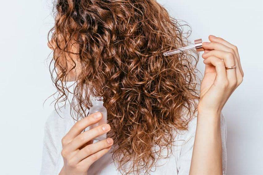خشکی مو و راهکار رفع خشکی مو و آبرسان طبیعی مو و راهکار نرم کننده مو را در این مقاله میتوانید مطالعه کنید و با واژه موی خشک چیست آشنا میشوید.